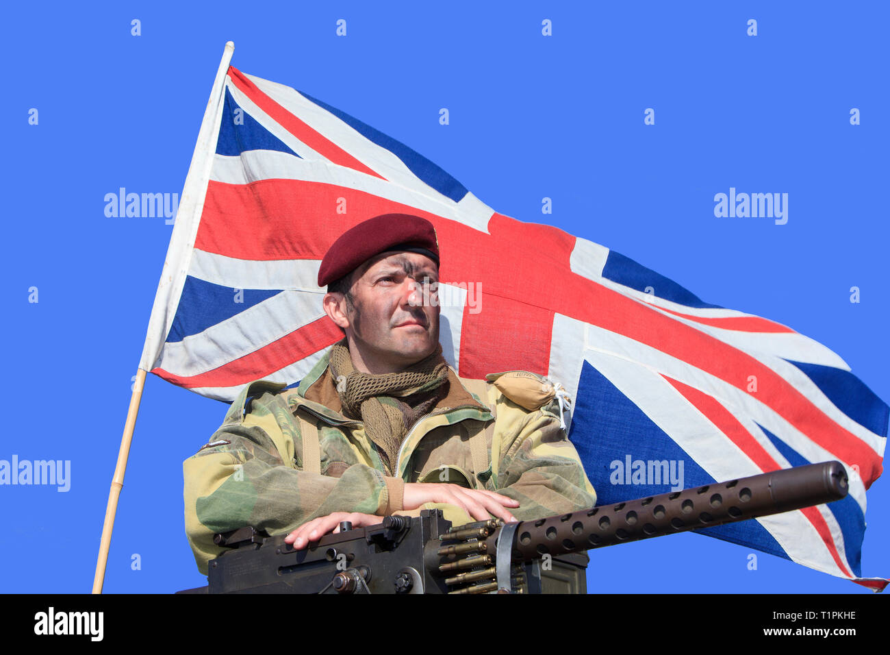 A soldier of the 1st Airborne Division of the British Parachute Regiment with a Browning .30 Calibre during D-Day celebrations in Normandy, France - Stock Image