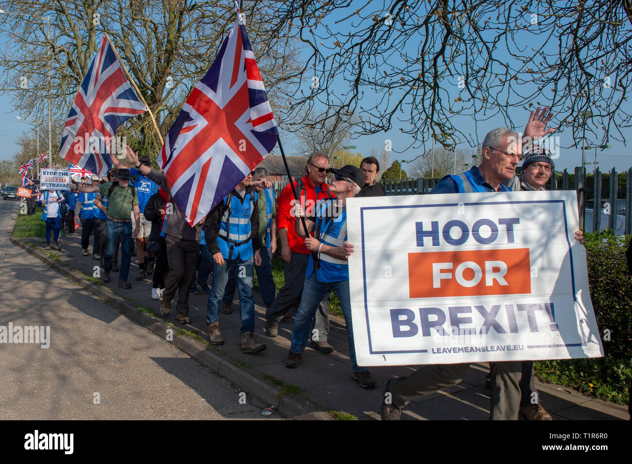 Aylesbury, United Kingdom. 28 March 2019. The pro Brexit campaign 'March for Leave' sets off from Aylesbury led by Leave Means Leave chairman John Longworth. Credit: Peter Manning/Alamy Live News Stock Photo