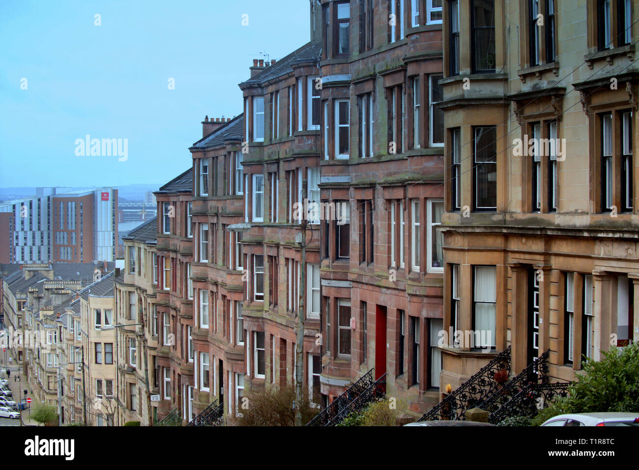Glasgow, Scotland, UK, 28th March, 2019, UK Weather: Warm weather starts to appear on the streets of the west end of the town in Gardiner Street in Partick as locals take to the streets. Credit Gerard Ferry/Alamy Live News - Stock Image