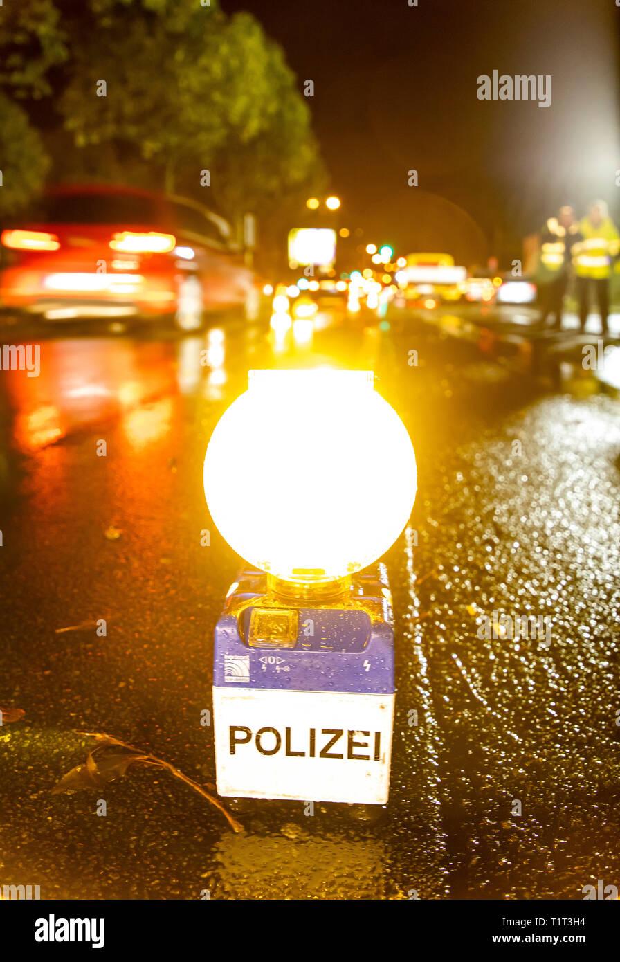 Abendliche Verkehrskontrolle der Polizei, - Stock Image