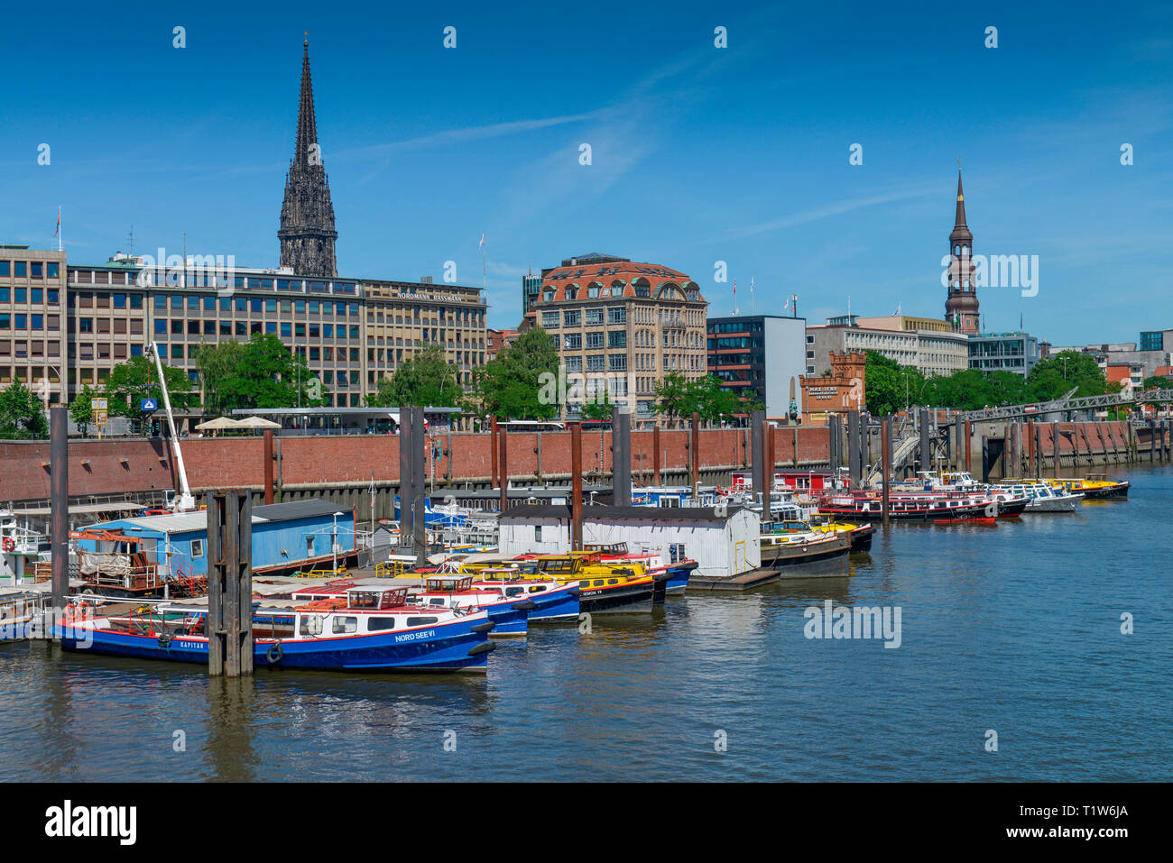 Barkassen, Binnenhafen, Hohe Bruecke, Hamburg, Deutschland - Stock Image