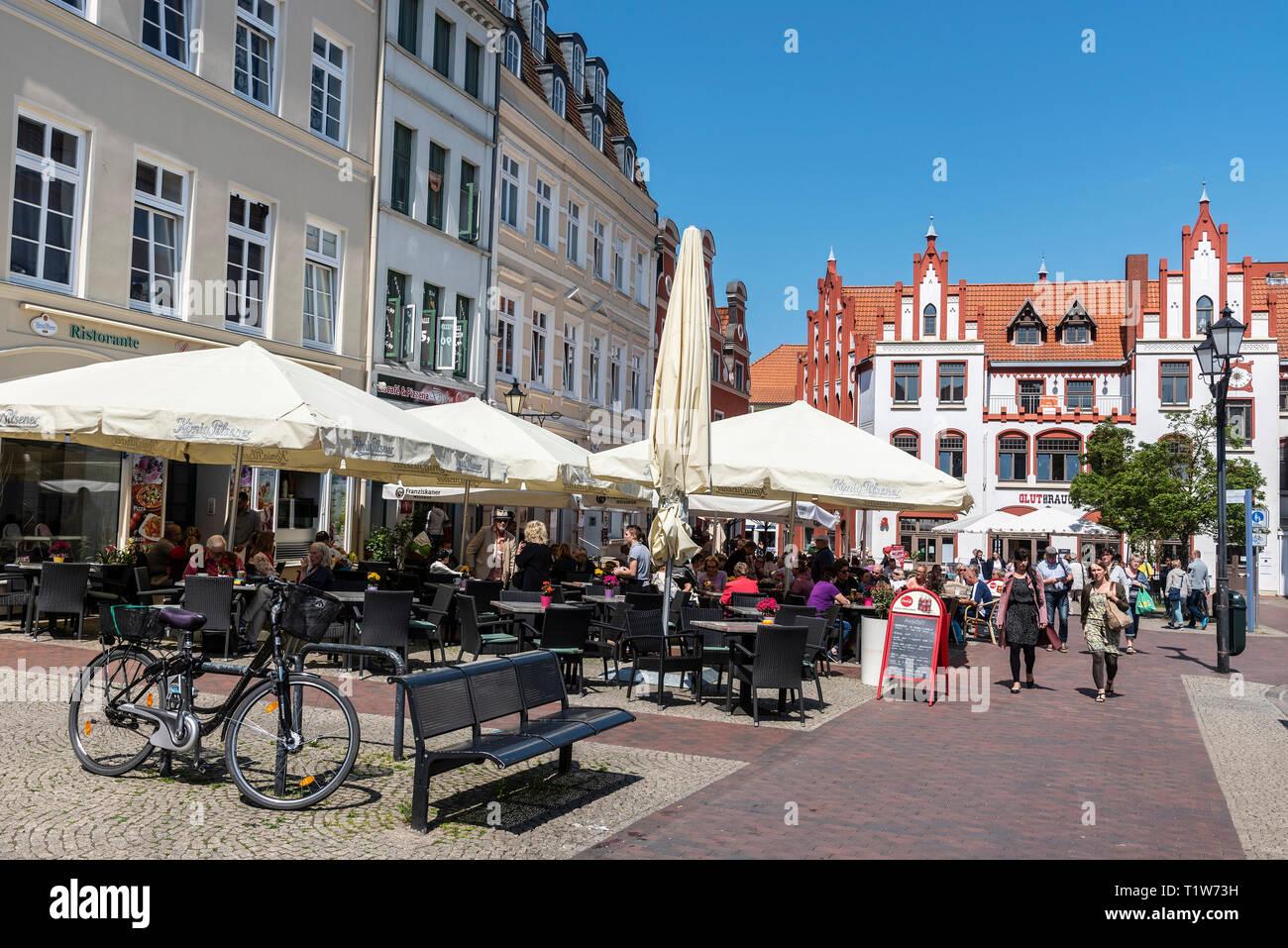 restaurants, market place, Wismar, Mecklenburg-Western Pomerania, Germany - Stock Image