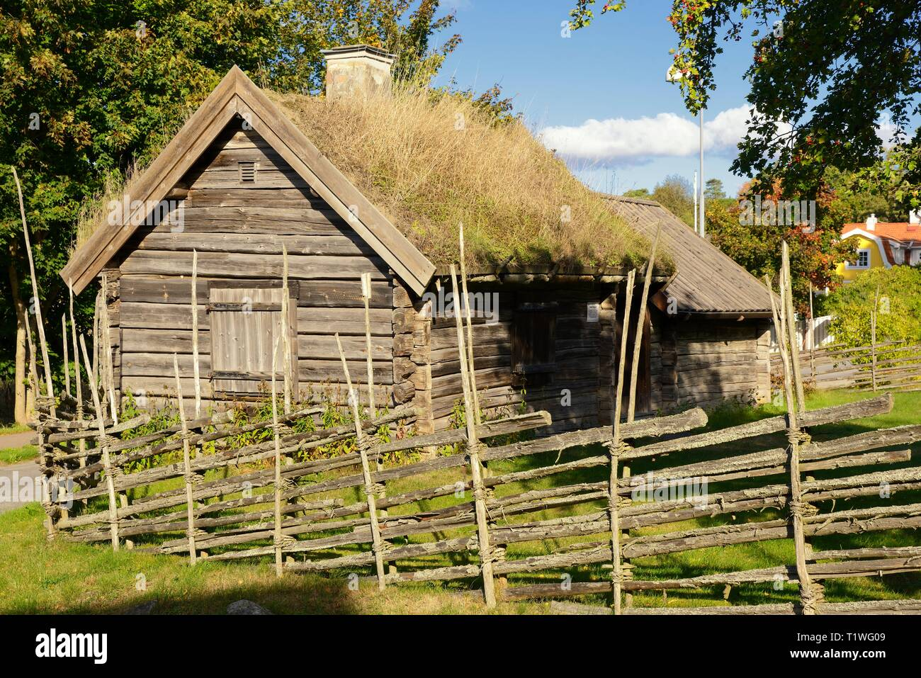 Old abandoned farm cabin in northern Sweden - Stock Image
