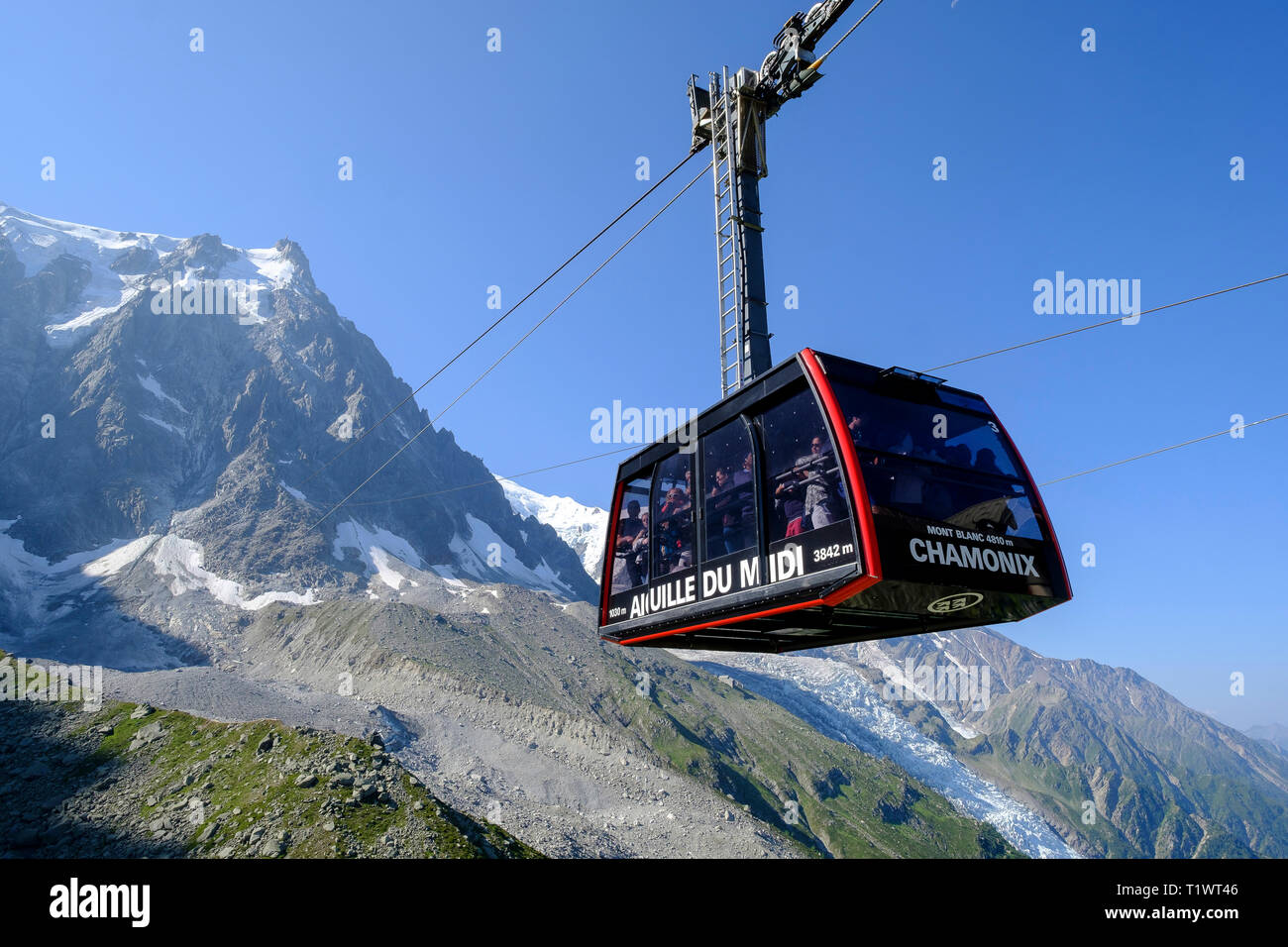 The Aiguille du Midi cable car (French Alps, western France) - Stock Image