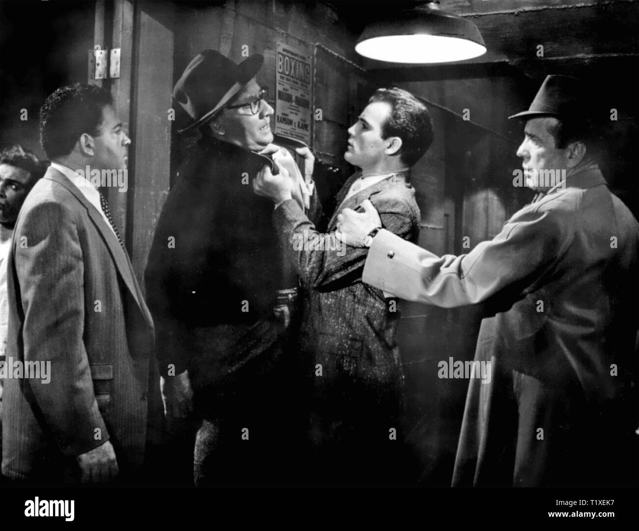 THE HARDER THEY FALL 1956 Columbia Pictures film with Humphrey Bogart at right - Stock Image