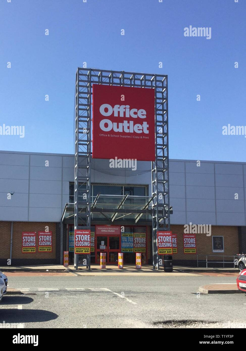 Wirral, UK. 29th Mar, 2019. Birkenhead chain off office outlet closing down after chain become high street victim Credit: IAN Fairbrother/Alamy Live News Stock Photo