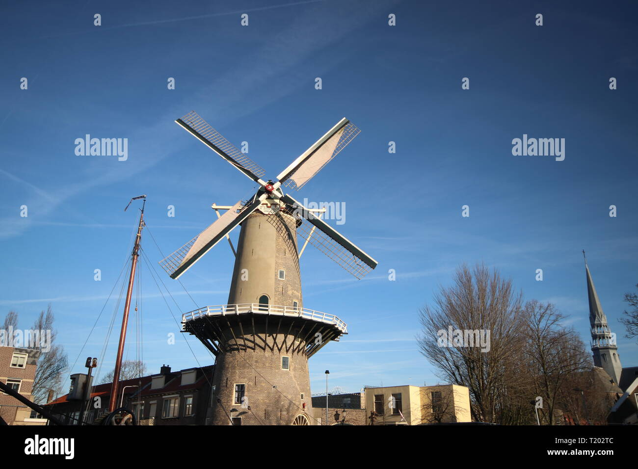 Windmill de Roode Leeuw (red lion in Englisch) at the turfsingel at downtown Gouda in the Netherlands - Stock Image