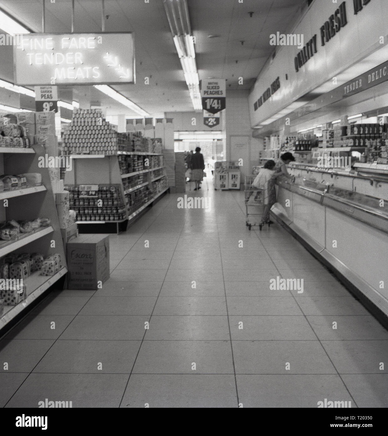 1960s, a shopping ailse in a new 'Finefare' supermarket, England, UK. - Stock Image