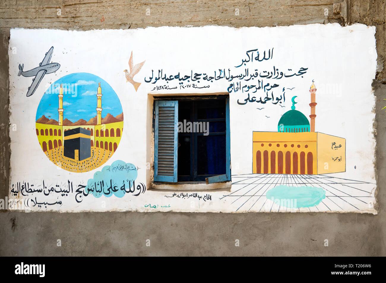 Ägypten, Dorf Garagos nördlich von Luxor bei Qena, Graffiti an Haus zum Zeichen einer Wallfahrt nach Mekka - Stock Image