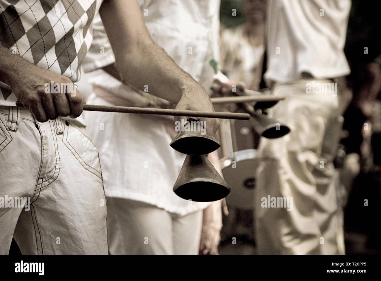 Playing brazilian percussions in Berlin - Stock Image