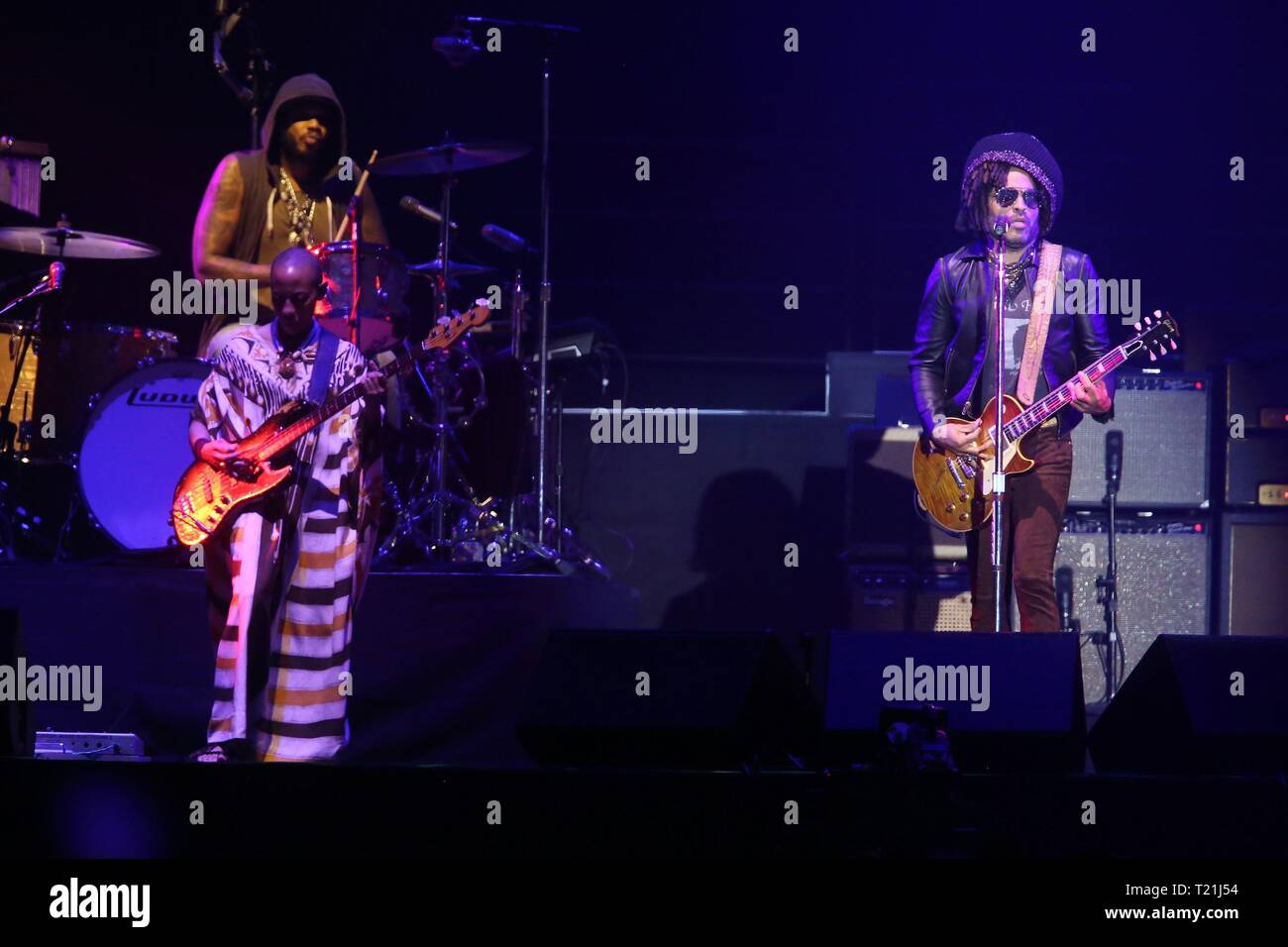 Santiago, Chile. 30th Mar, 2019. - CORRECT PHOTOGRAPHER'S CREDIT - US singer Lenny Kravitz performs on stage during the 9th edition of the Lollapalooza music festival, in Santiago, Chile, 29 March 2019. Credit: Elvis González/EFE/Alamy Live News - Stock Image