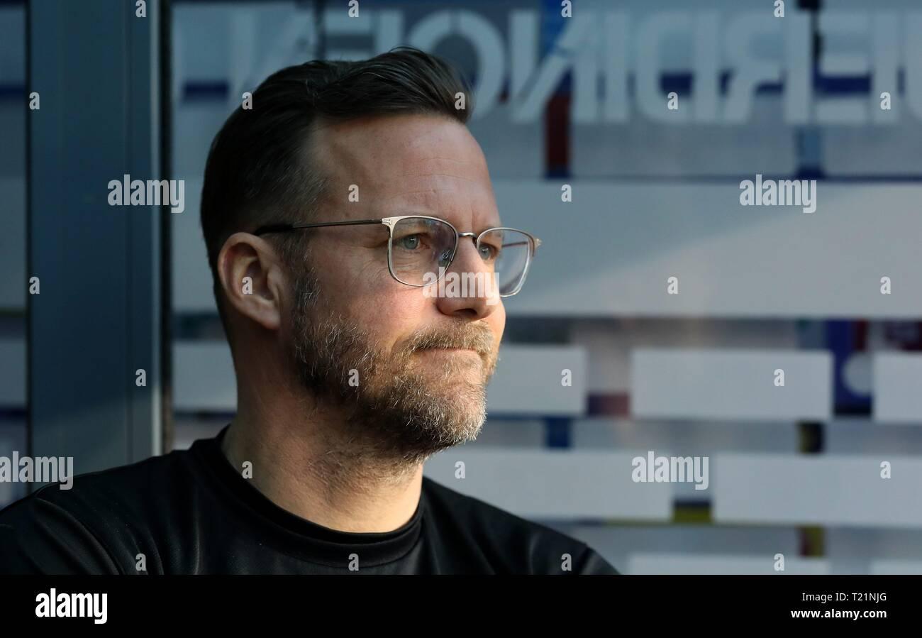 Duisburg, Deutschland. 29th Mar, 2019. firo: 29.03.2019 Football, 3. Bundesliga, season 2018/2019 KFC Uerdingen 05 - 1. FC Kaiserslautern coach Sascha Hildmann (#SH, 1. FC Kaiserslautern) is tense. | usage worldwide Credit: dpa/Alamy Live News - Stock Image