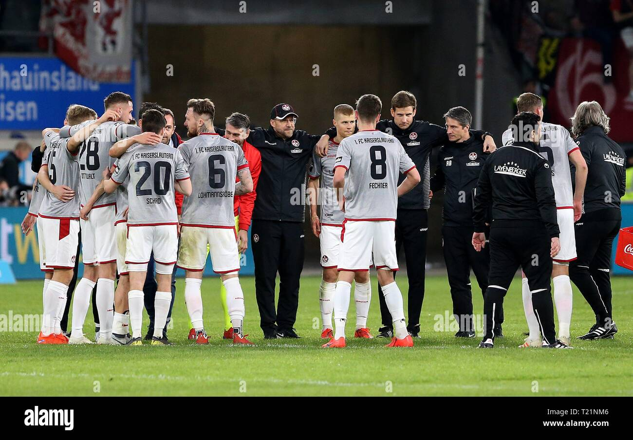 Duisburg, Deutschland. 29th Mar, 2019. firo: 29.03.2019 Football, 3. Bundesliga, season 2018/2019 KFC Uerdingen 05 - 1. FC Kaiserslautern The Kaiserslautern celebrate their victory after the game | usage worldwide Credit: dpa/Alamy Live News - Stock Image