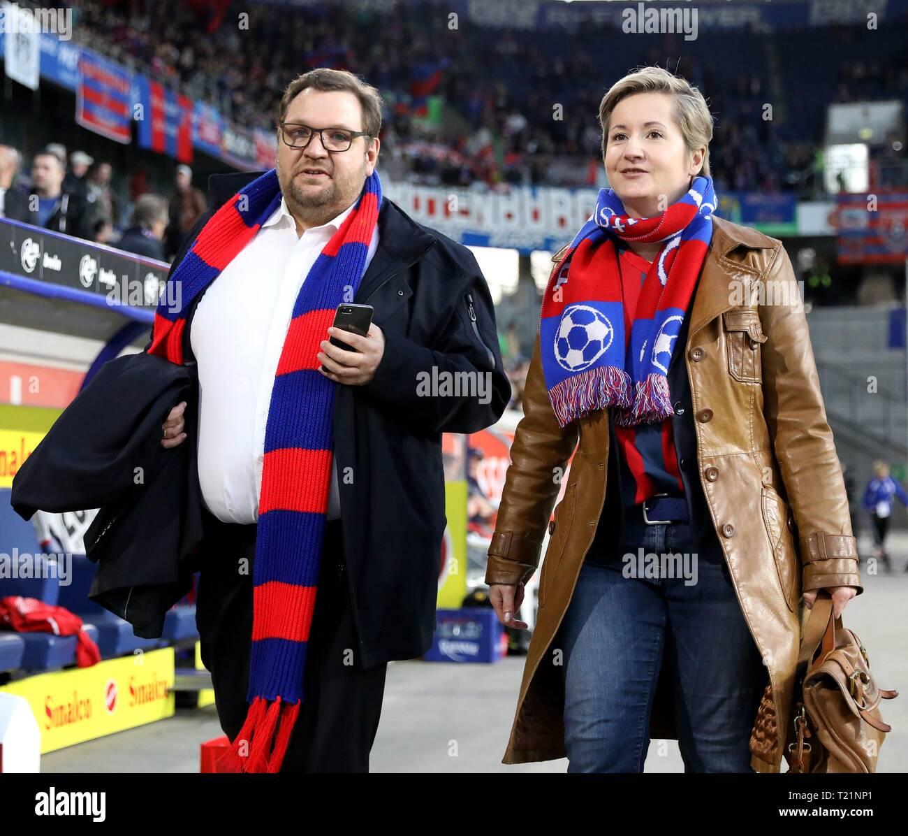 firo: 29.03.2019 Football, 3rd Bundesliga, season 2018/2019 KFC Uerdingen 05 - 1. FC Kaiserslautern Frank Meyer (Chief Mayor of Krefeld) with his wife Kathrin in the stadium. | usage worldwide Stock Photo
