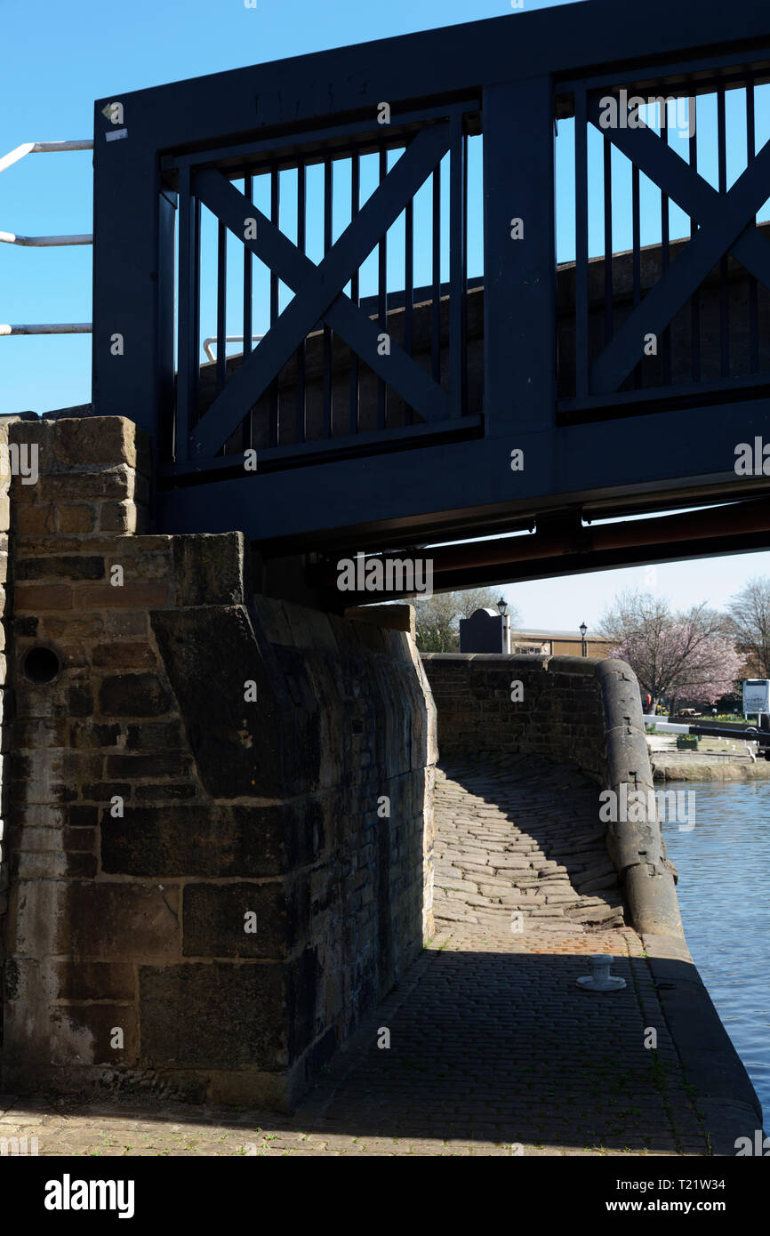 Old canal turnover bridge with new modern span, Brighouse, West Yorkshire - Stock Image