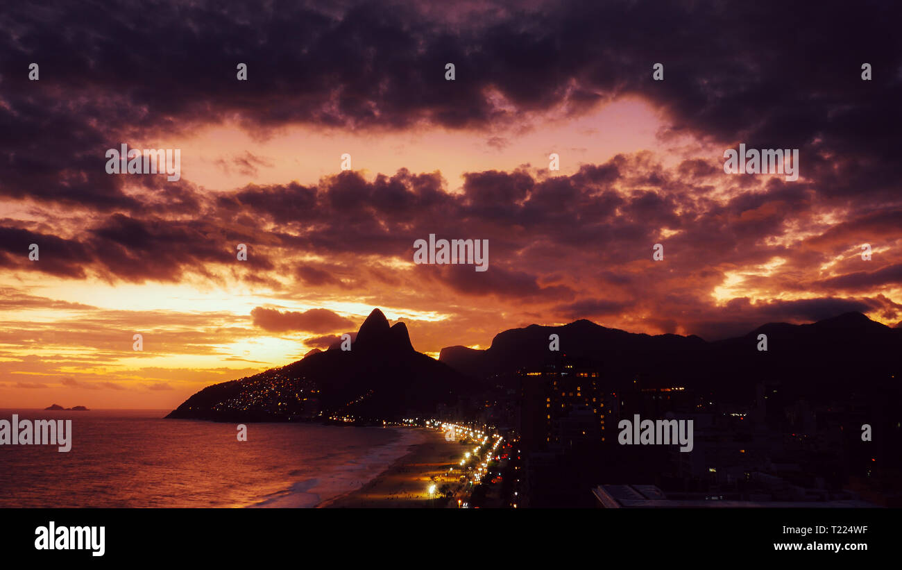 Beautiful magenta sunset in Ipanema and Leblon beaches in Rio de Janeiro, Brazil - Unesco World Heritage - Stock Image