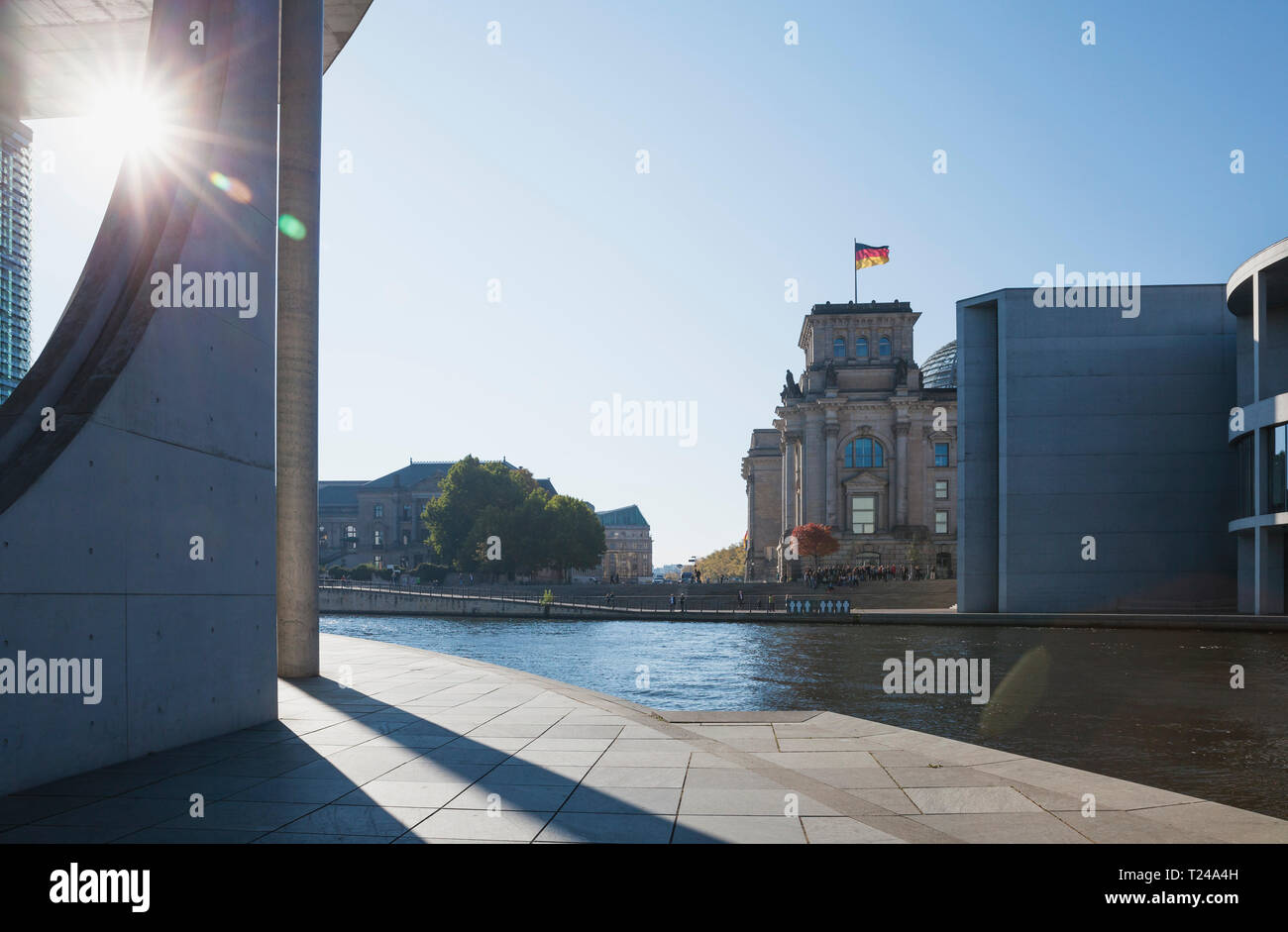 Germany, Berlin, disctrict Mitte, Paul-Loebe-Building and Marie-Elisabeth-Lueders-Building at Spree river, symbolic picture for opened Berlin Wall - Stock Image