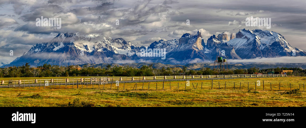 Cordillera del Paine in morning light - Torres del Paine N.P. (Patagonia, Chile) - Stock Image