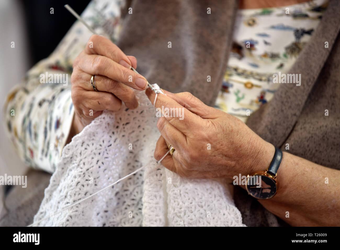 Elderly woman knitting, Chawton, near Alton, Hampshire, UK. - Stock Image