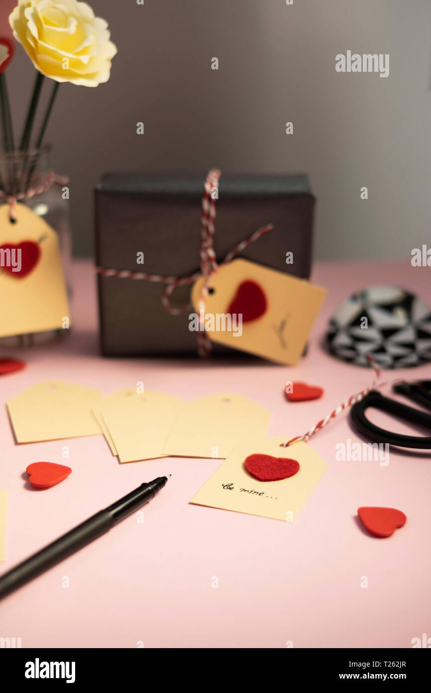 Labelling tags for Valentine gifts - Stock Image
