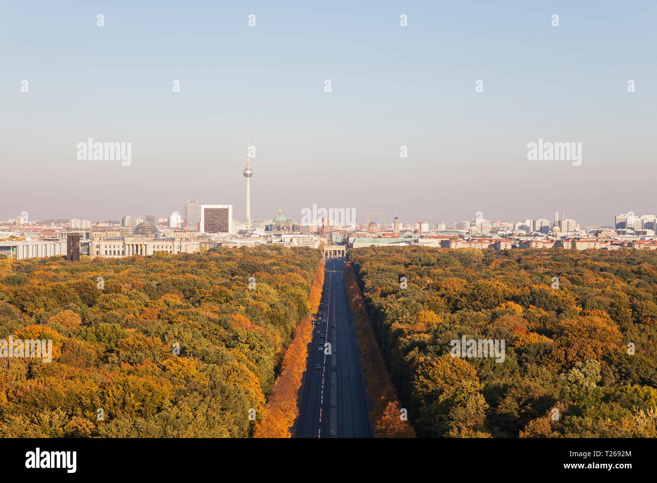 Germany, Berlin, view to Großer Tiergarten and cityscape from Victory Column in autumn - Stock Image