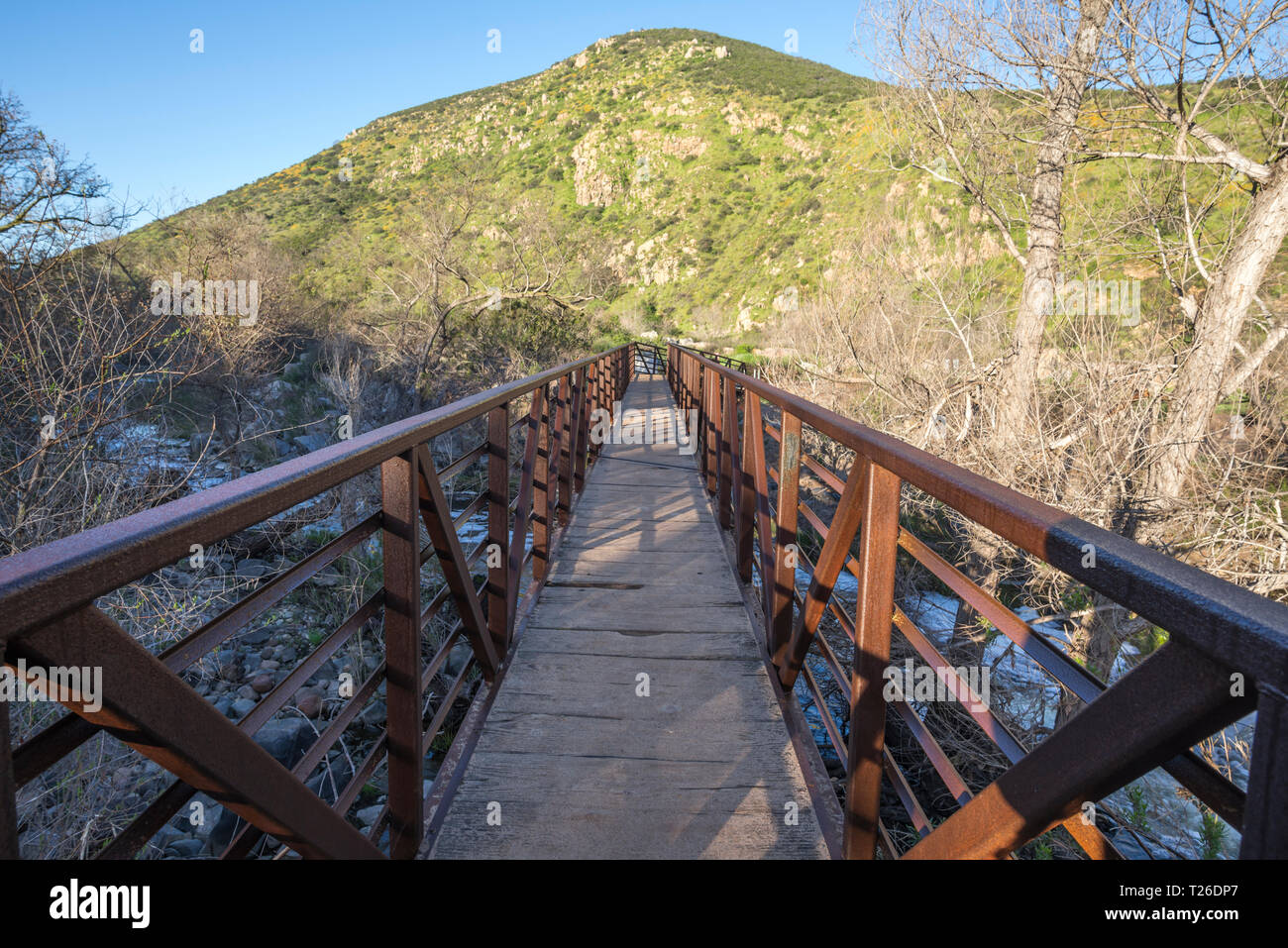 Footbridge on the Oak Canyon Trail. Mission Trails Regional Park, San Diego, California, USA. - Stock Image