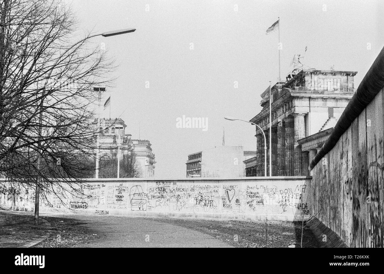 West Germany, Berlin, the wall in year 1988, Reichstag and Brandenburg Gate viewed from West Berlin, scan from 35 mm black and white negative - Stock Image