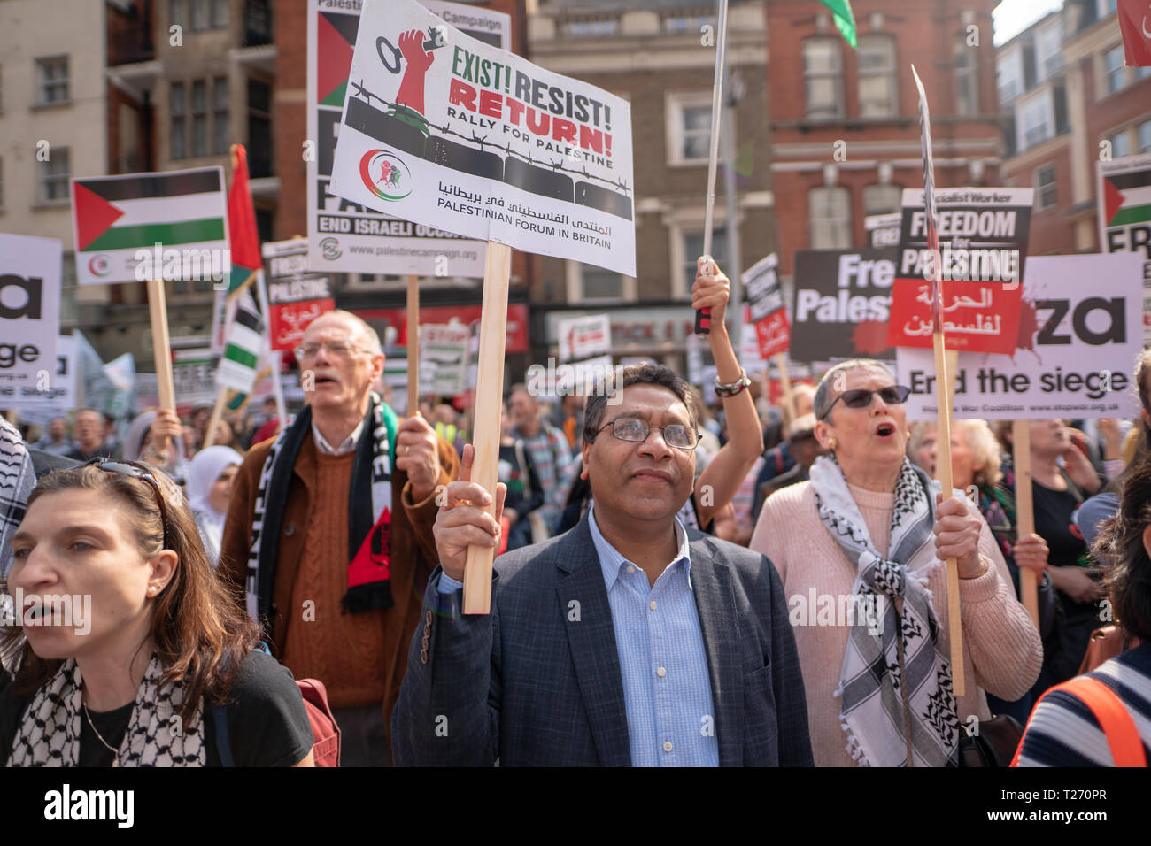London, UK. 30th March 2019. A pro-Palestine demonstration (Exist, Resist Return) outside the Israel embassy in London. Photo date: Saturday, March 30, 2019. Photo: Roger Garfield/Alamy Live News Credit: Roger Garfield/Alamy Live News - Stock Image