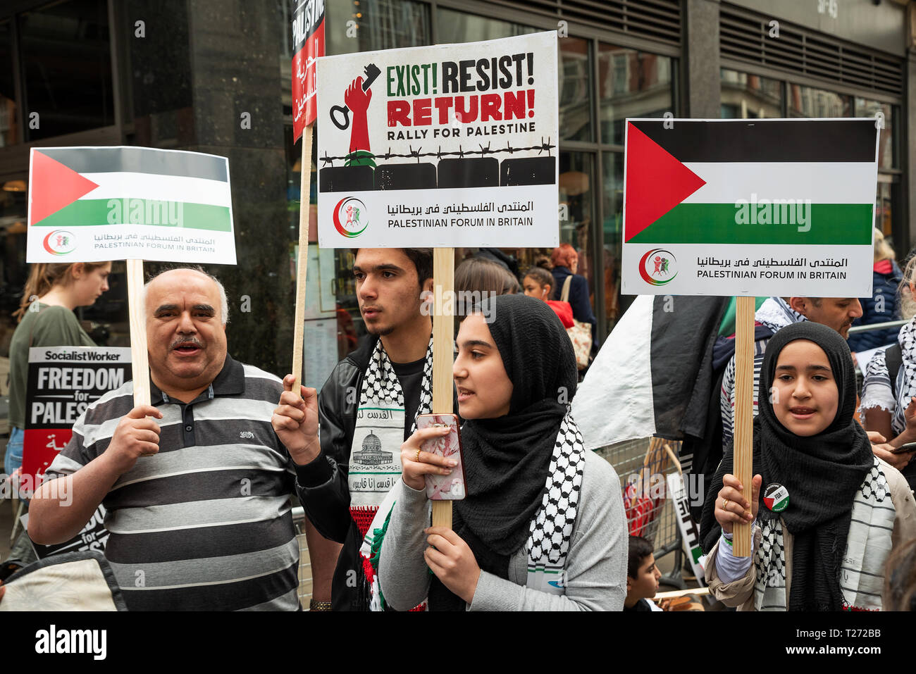 London, UK. 30th March 2019. Rally for Palestine, Exist, Resist and Return. Held outside the Israeli Embassy on Palestinian Land Day. Demanding freedom, justice and equality for the Palestinian people. March 30th also marks the the 1st anniversary of the start of the Great Return March. Organised by: Palestine Solidarity Campaign, Stop the War Coalition, Palestinian Forum in Britain, Friends of Al- Aqsa and Muslim Association of Britain. Credit: Stephen Bell/Alamy Live News. - Stock Image