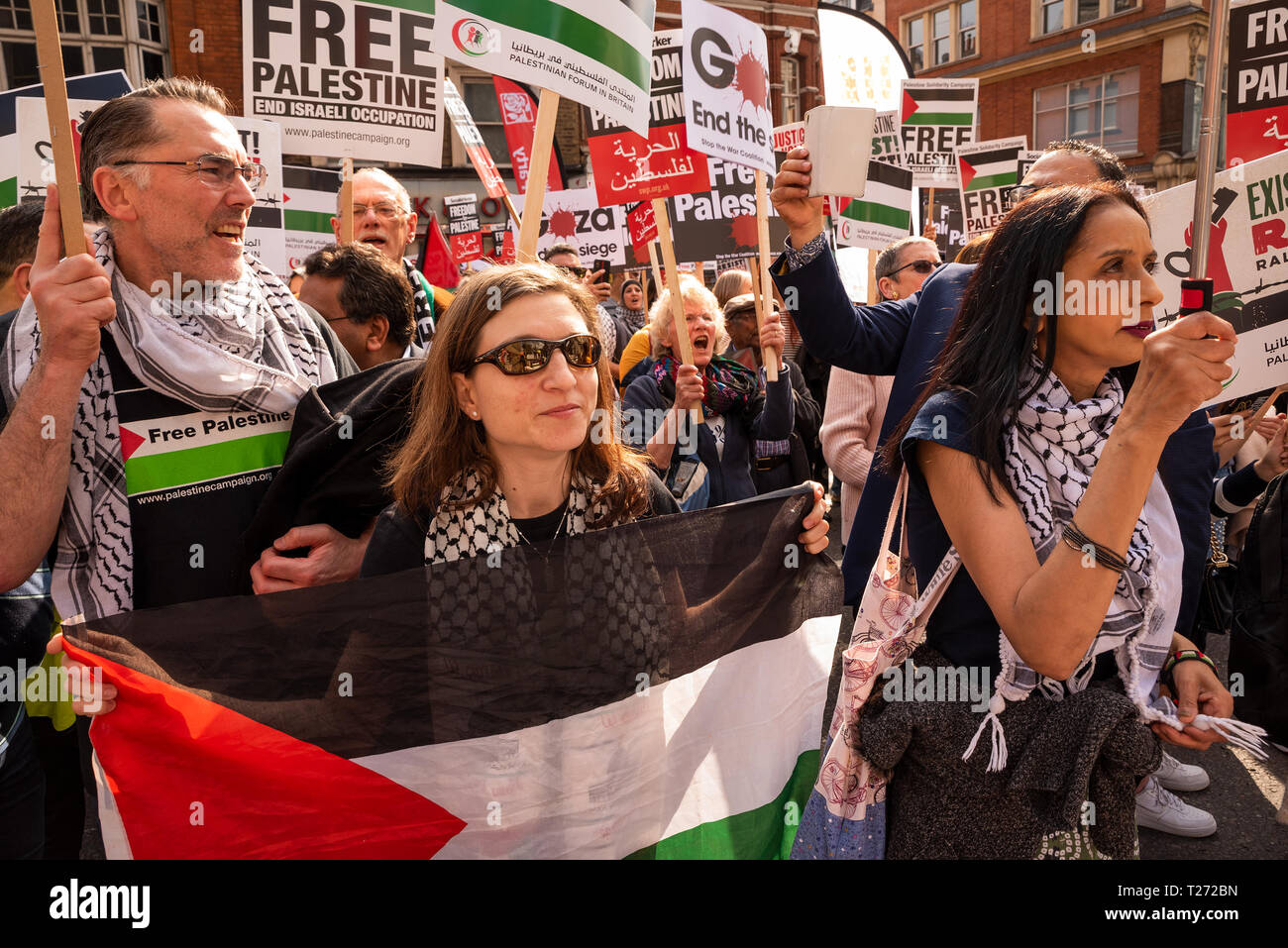 London, UK. 30th March 2019. Rally for Palestine, Exist, Resist and Return. Held outside the Israeli Embassy on Palestinian Land Day. Demanding freedom, justice and equality for the Palestinian people. March 30th also marks the the 1st anniversary of the start of the Great Return March. Organised by: Palestine Solidarity Campaign, Stop the War Coalition, Palestinian Forum in Britain, Friends of Al- Aqsa and Muslim Association of Britain. Credit: Stephen Bell/Alamy Live News. Stock Photo