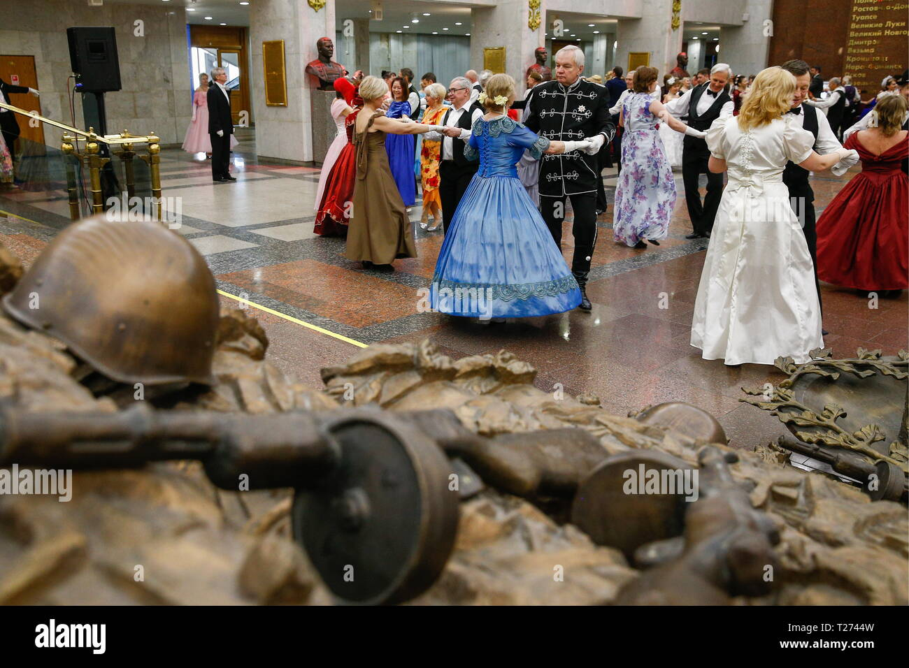 Moscow, Russia. 30th Mar, 2019. MOSCOW, RUSSIA - MARCH 30, 2019: Men in tuxedos and women in evening gowns dancing during a spring ball at the Victory Museum. Gavriil Grigorov/TASS Credit: ITAR-TASS News Agency/Alamy Live News - Stock Image