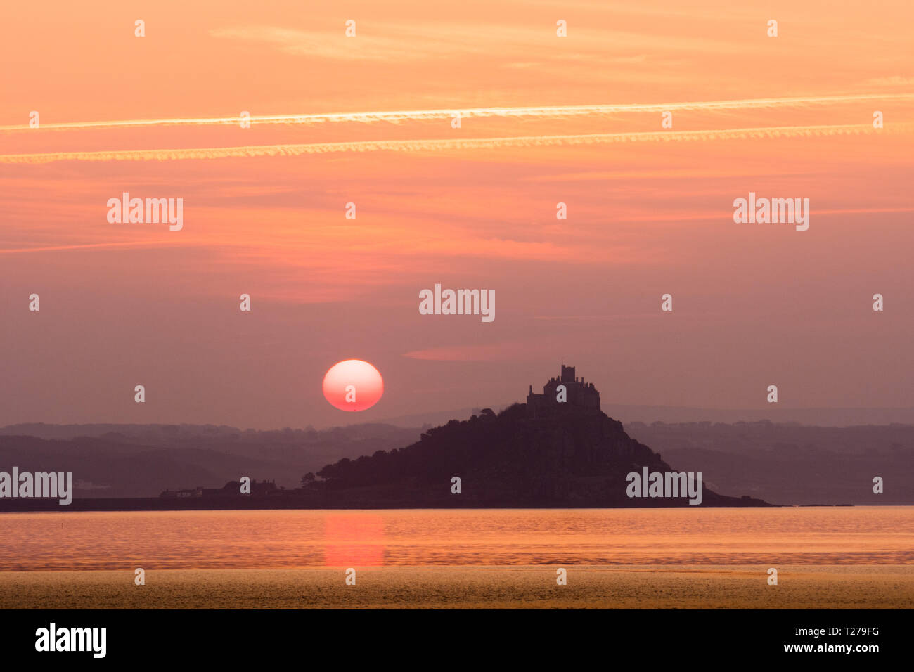 Penzance, Cornwall, UK. 31st March 2019. UK Weather. Another glorious sunrise at Penzance, as the clocks go forwards for British Summer Time. Credit: Simon Maycock/Alamy Live News Stock Photo