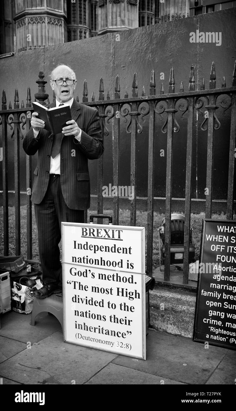 Pro Brexit March 29/3/2019 Preacher standing outside the Houses of Parliament, Westminster, Central London, UK - Stock Image