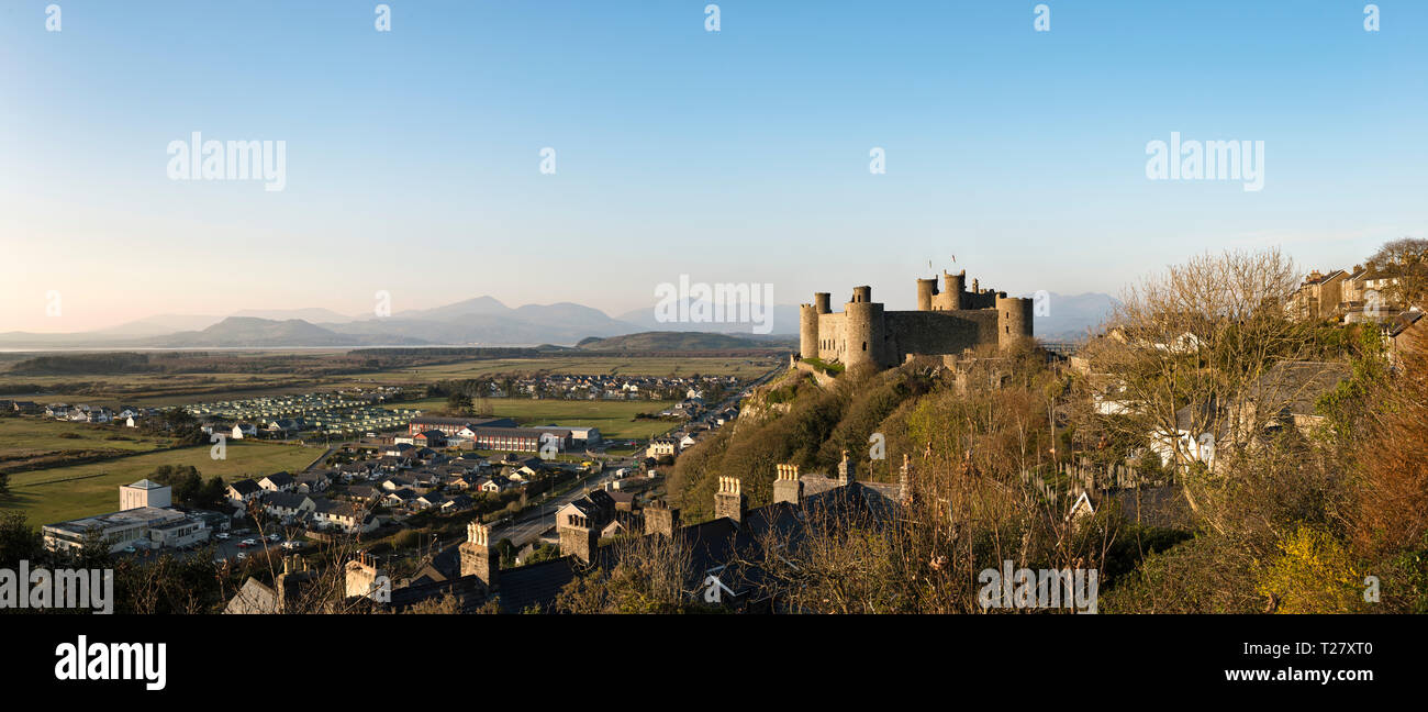 Panoramic view of Harlech Castle, Gwynedd, north Wales, UK. It was built by King Edward I in 1282, overlooking the town and the distant Llŷn Peninsula - Stock Image