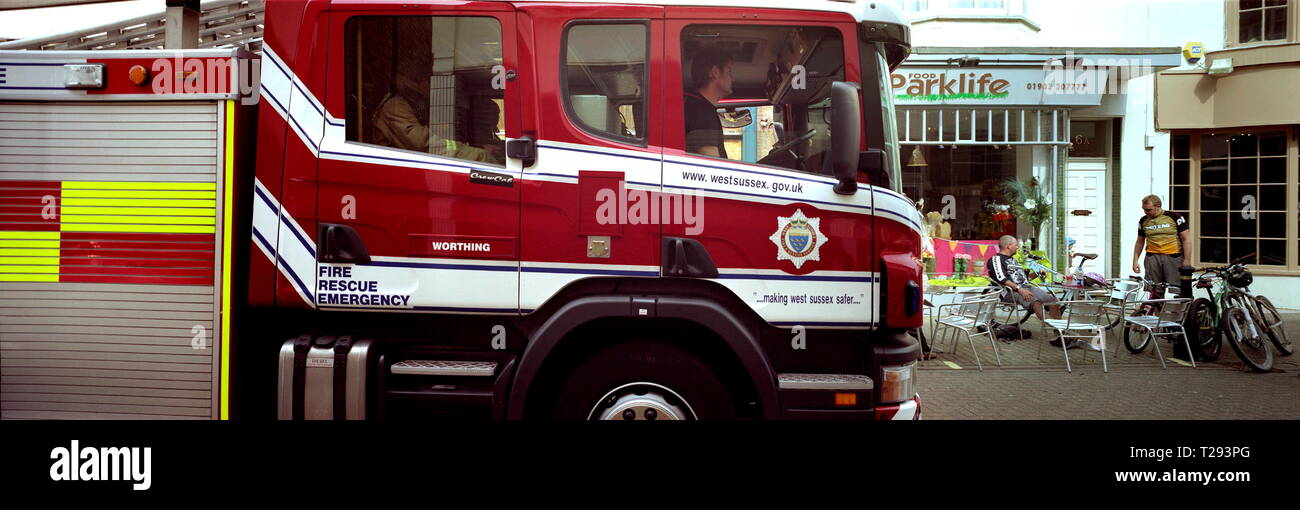 AJAXNETPHOTO. WORTHING, ENGLAND. - WEST SUSSEX FIRE SERVICE FIRE TENDER WITH CREW CAB ON CALL IN THE TOWN. PHOTO:JONATHAN EASTLAND/AJAX REF:WP83005_4 - Stock Image
