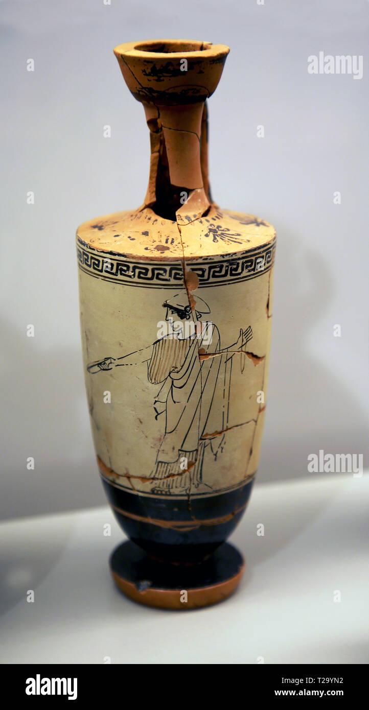Attic Lekythos. Perfumed-oil flask, with female figure in black. 5th century BC. Santa Venera, tomb 262. Terracotta. Paestum. - Stock Image