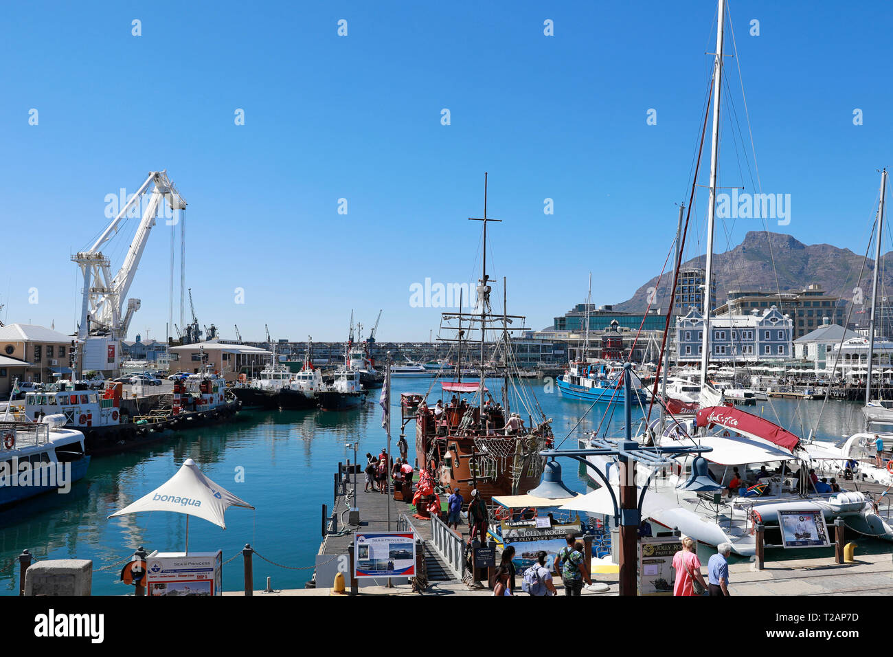 The Jolly Roger pirate boat in the V&A Waterfront, Cape Town, South Africa. - Stock Image