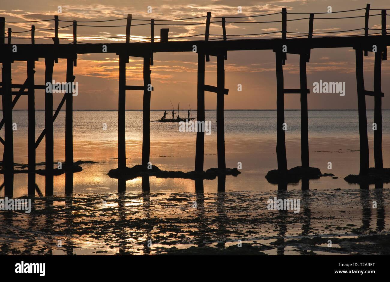 Tanzanian Fishermen returning sceneryhome at Dawn - Stock Image