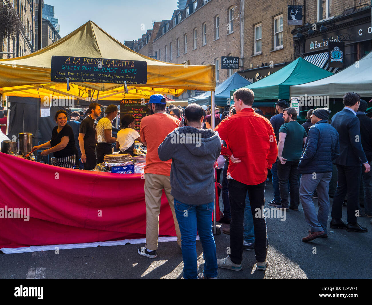 London Street Food Market Whitecross Street - City workers buy lunch at the food stalls on Whitecross Street near the Barbican London - Stock Image