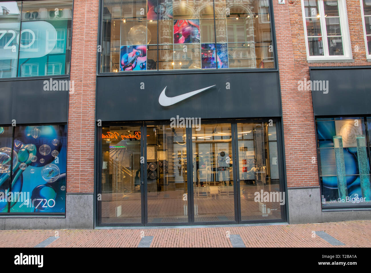 retroceder gobierno Campeonato  Nike Store At The Kalverstraat Amsterdam The Netherlands 2019 Stock Photo -  Alamy