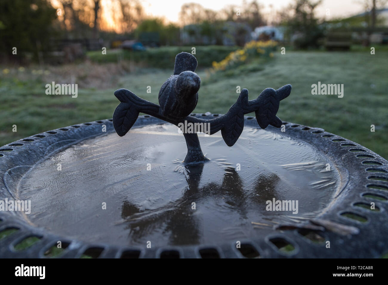 Henlow, Bedfordshire, UK. 1st Apr, 2019. A cold frosty start to the day at Henlow Bridge Lakes campsite in Bedfordshire. Credit: Mick Flynn/Alamy Live News Stock Photo