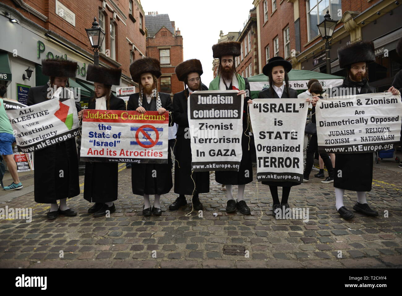 London, Greater London, UK. 30th Mar, 2019. Orthodox Jews are seen holding placards during the Exist, Resist, Return Rally for Palestine in London.People gather outside the Israeli embassy in London to demonstrate against the Israeli government, and to demand respect for Palestinians' fundamental rights to exist, resist and return. Palestinians are calling for global protests to support their right to come back to their villages. Rally was organized by Palestine Solidarity Campaign, Stop the War Coalition, Palestinian Forum in Britain, Friends of Al- Aqsa, and Muslim Associati - Stock Image