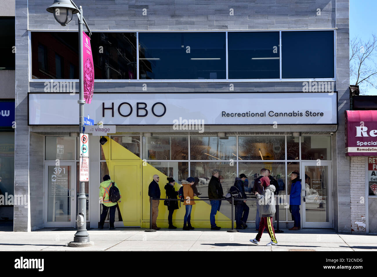 Ottawa, Canada - April 1, 2019: Customers wait in line to enter the Hobo Recreational Cannabis store on Bank St the first day for legal retail store sale of cannabis in Ontario. Retail store sales of cannabis was legalized in Canada Oct 17, 2018 but not until today in Ontario Credit: Paul McKinnon/Alamy Live News - Stock Image