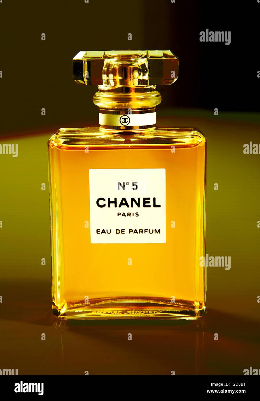 Parfum Ad Stock Photos Parfum Ad Stock Images Alamy