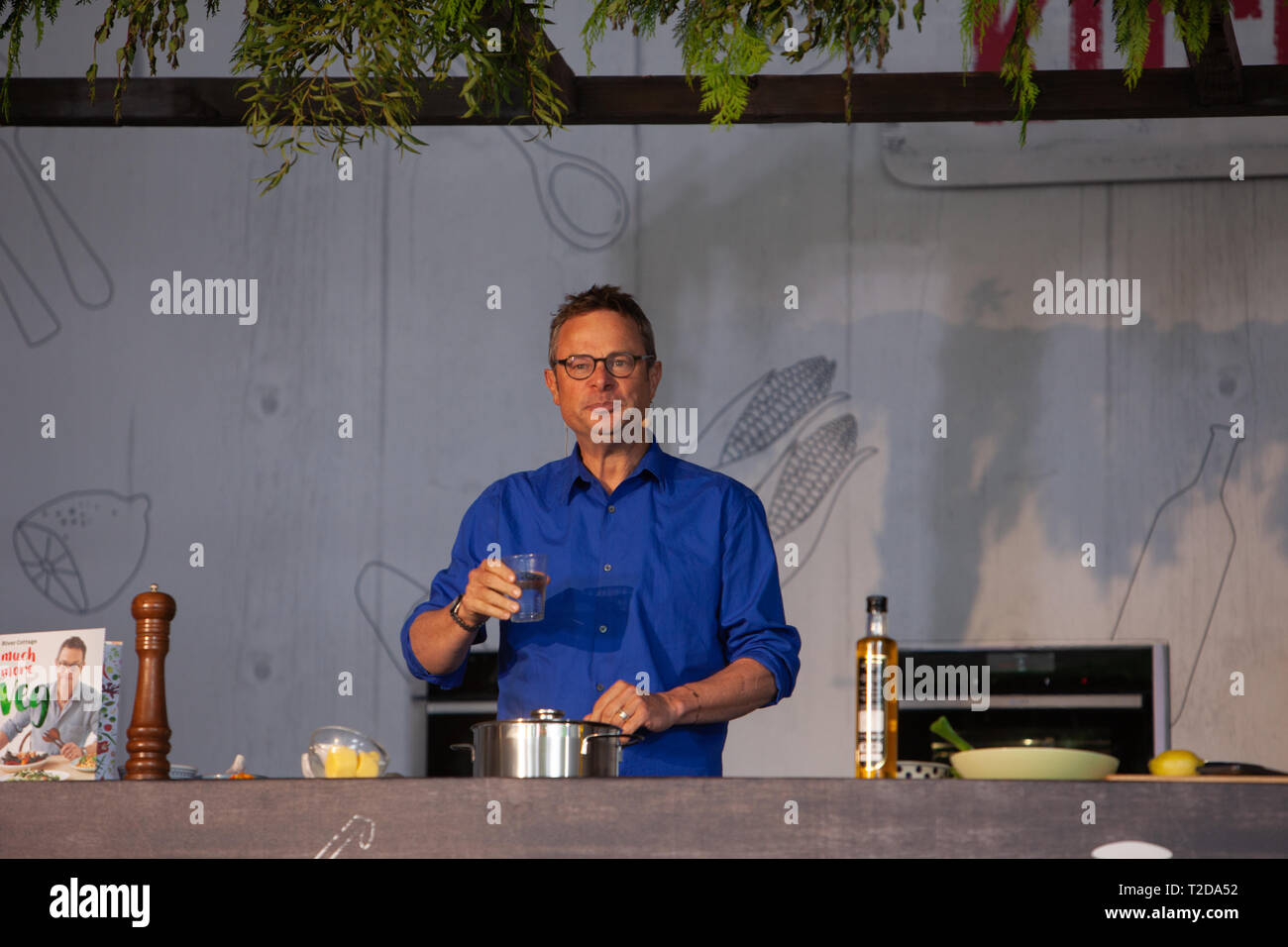 Hugh Fearnley-Whittingstall addresses an audience as he gives a cookery demostration at Taste of Dublin Food Festival. - Stock Image