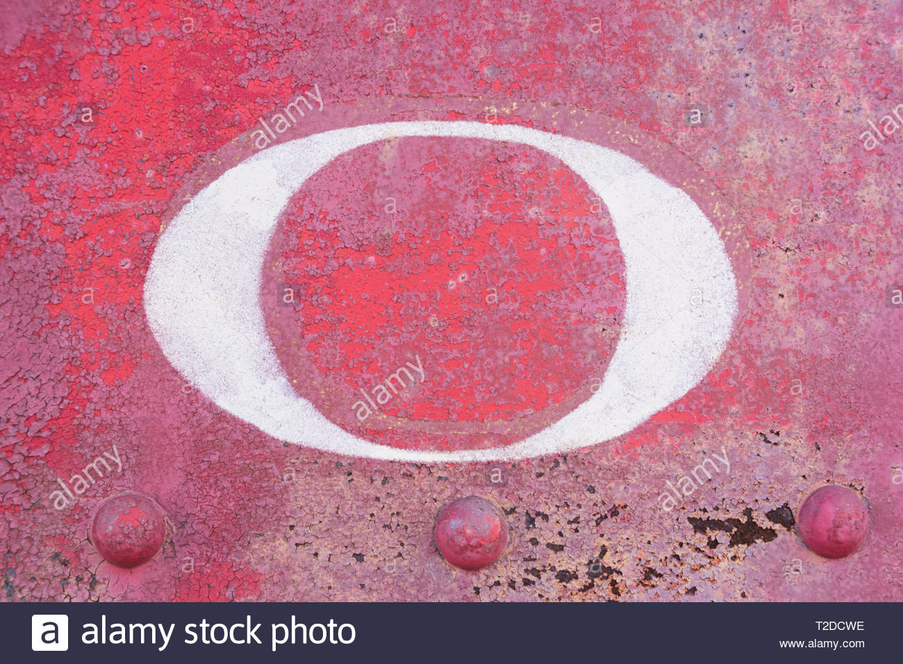 Found letter O on an old train car with distressed, grungy painted rust background. - Stock Image