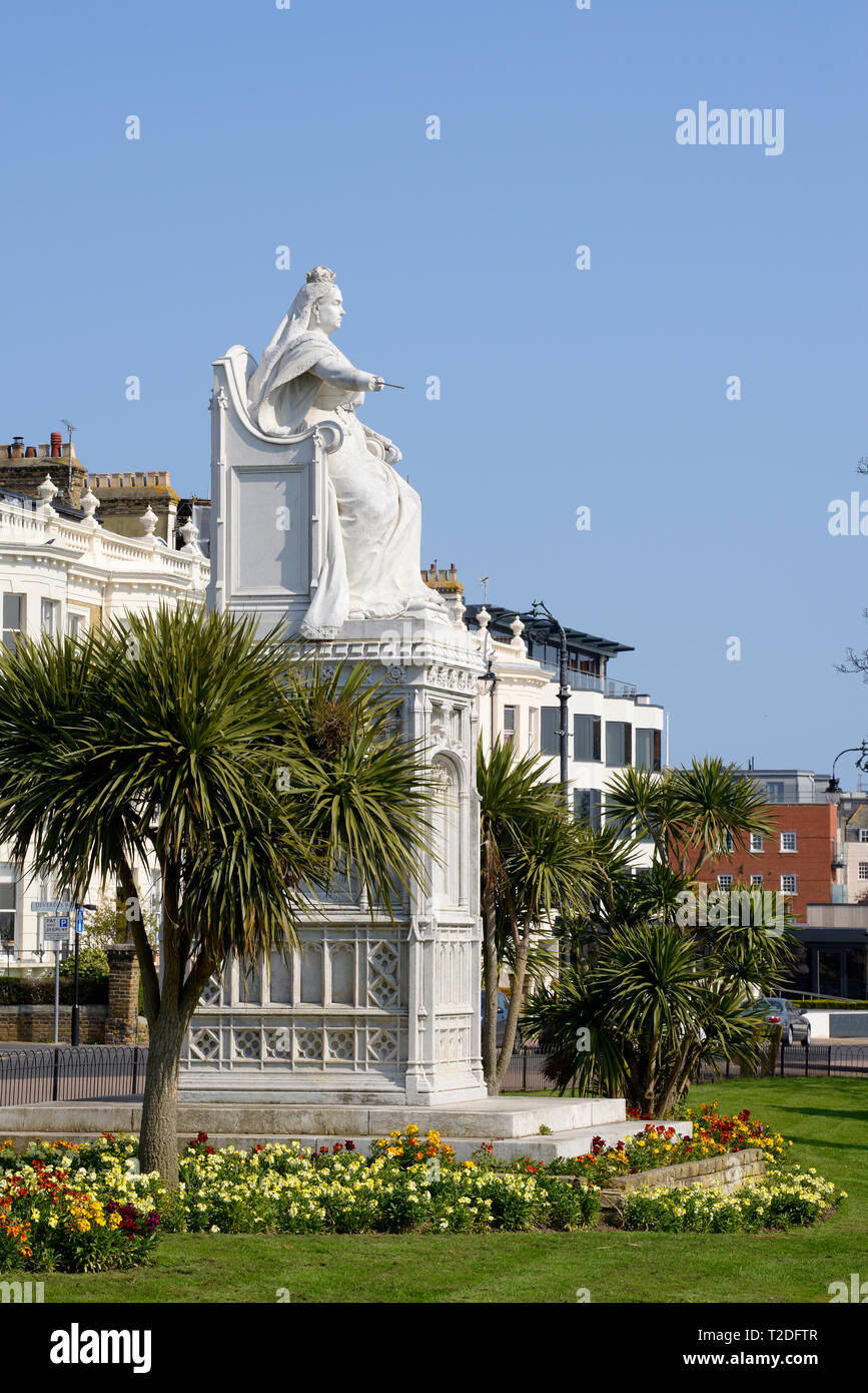 Statue of Queen Victoria commisioned to celebrate the monarch's Diamond Jubilee and positioned on Clifftown Parade Southend on Sea, Essex, UK - Stock Image