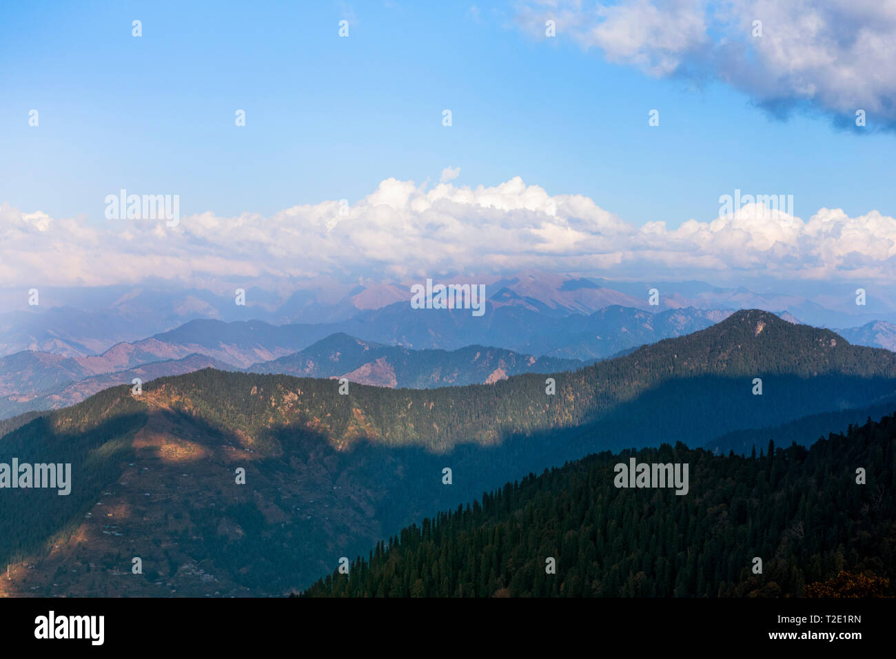 Himalayan mountain range in Himachal Pradesh, India - Stock Image