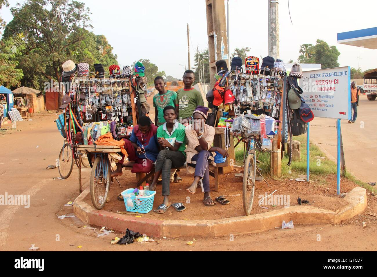Street sellers, Ferké, Côte d'Ivoire (Ivory Coast) - Stock Image