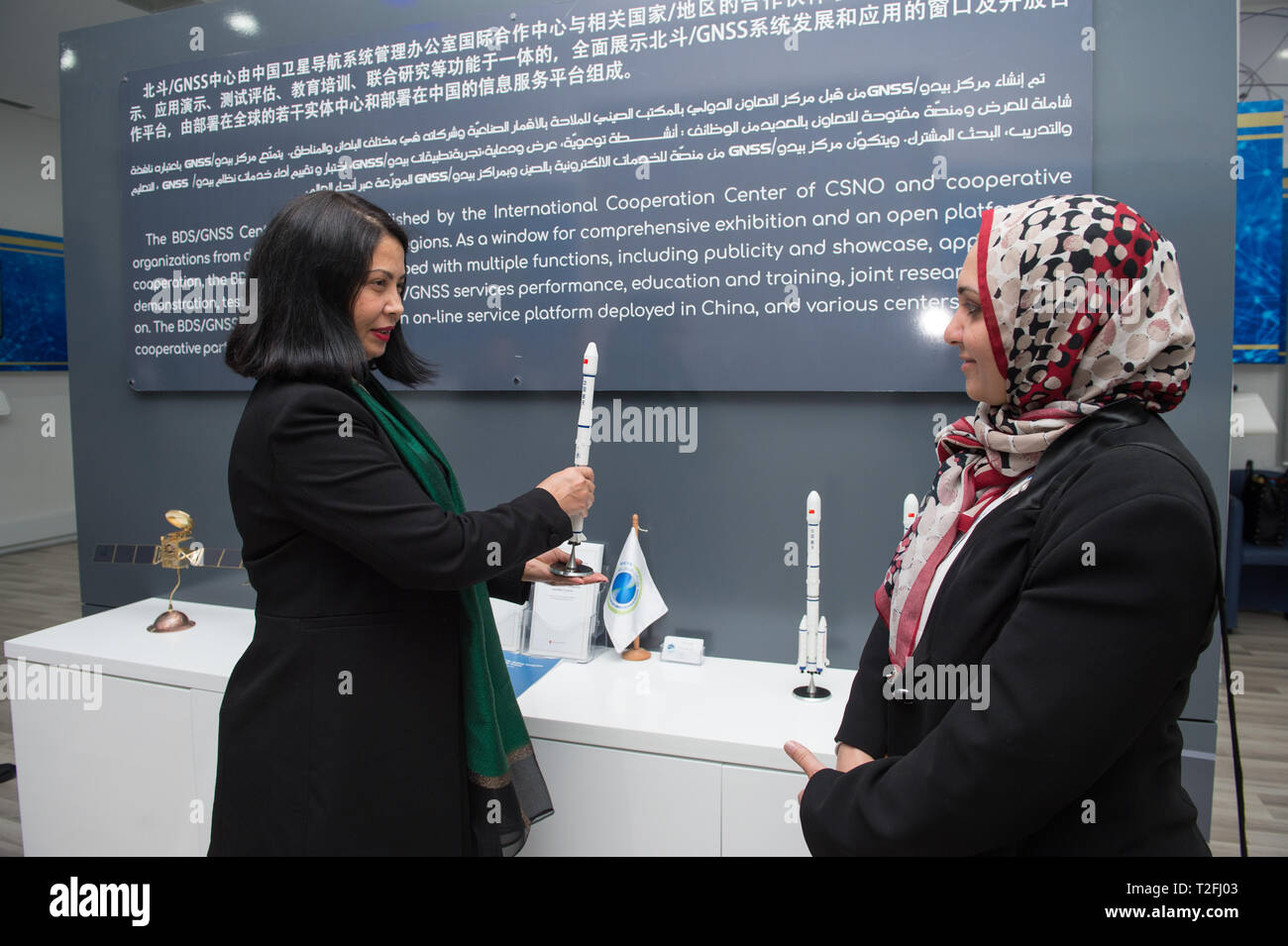 (190402) -- BEIJING, April 2, 2019 (Xinhua) -- Nada Laabidi (L), a narrator at the China-Arab States BDS/GNSS Center, introduces China's carrier rocket sending satellites of BeiDou Navigation Satellite System (BDS), in Tunis, capital of Tunisia, April 1, 2019. (Xinhua/Meng Tao) - Stock Image